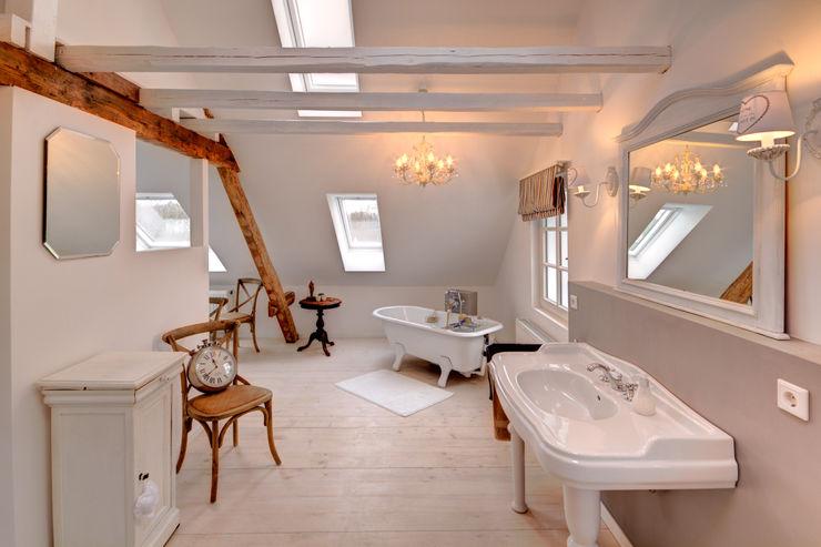 Hofhaus 1890, Bad Lichters Living Badezimmer im Landhausstil