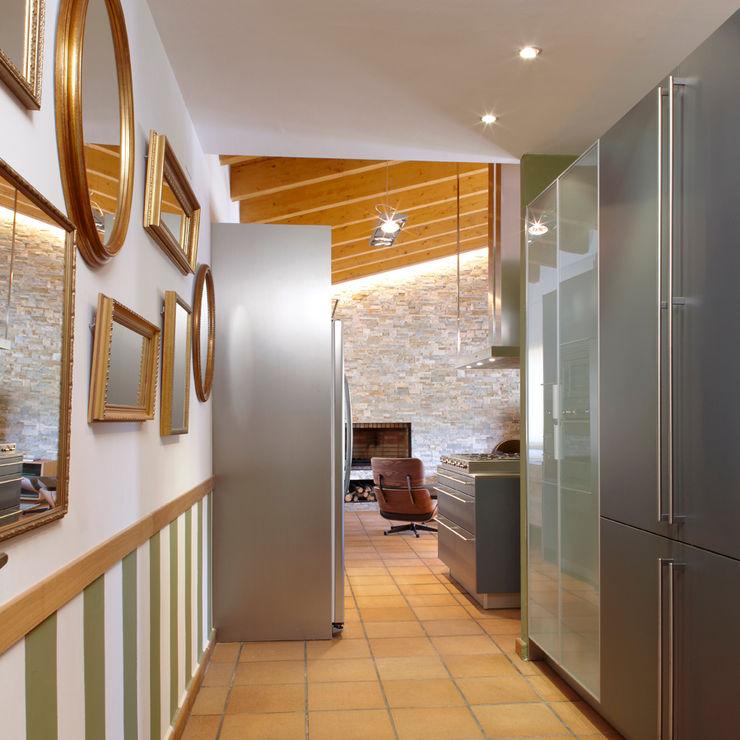 VIVIENDA ROQUETES The Room Studio Pasillos, vestíbulos y escaleras de estilo rústico