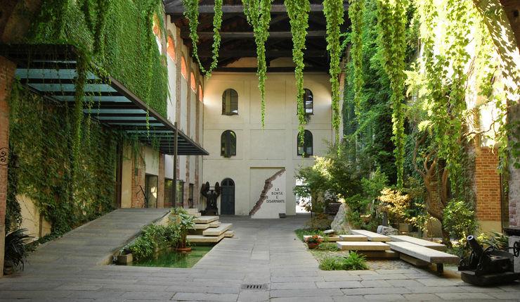 Entrance to SER.MI.G Chapel Comoglio Architetti Country style houses