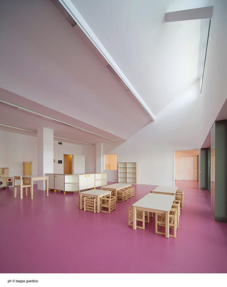 EX SELLERIE intervention Comoglio Architetti Minimalist nursery/kids room
