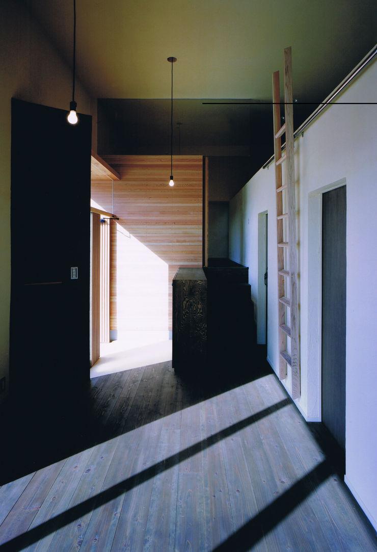 eu建築設計 Pasillos, vestíbulos y escaleras de estilo ecléctico