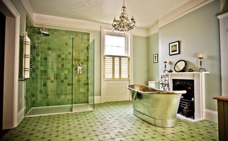 Albany Villas Parker bathrooms & Kitchens Salle de bain classique