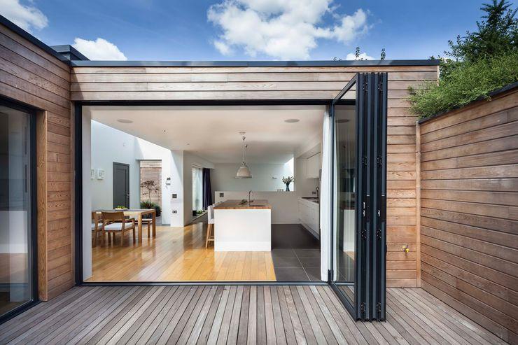 Courtyard House - East Dulwich Designcubed Varandas, marquises e terraços modernos