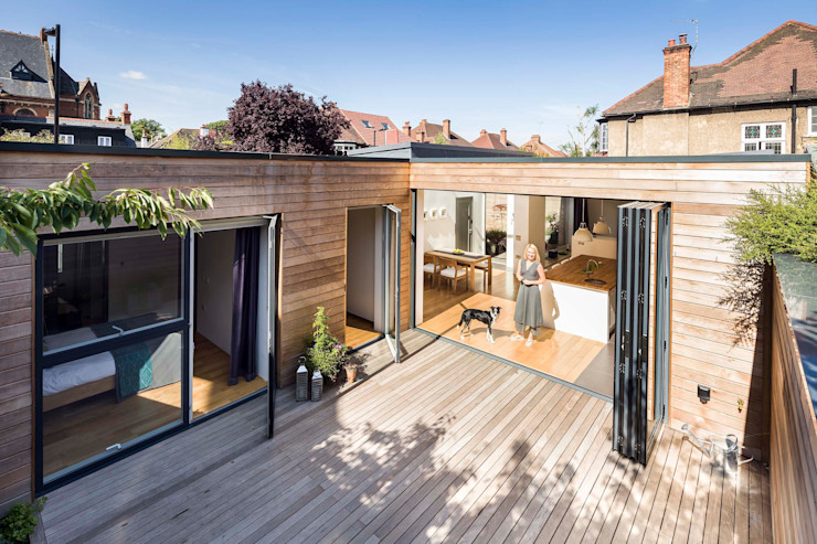 Courtyard House - East Dulwich Designcubed モダンデザインの テラス