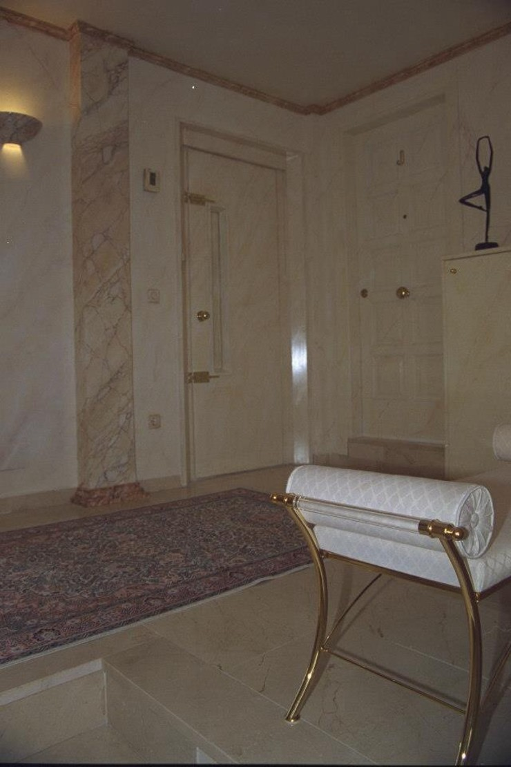 Illusionen mit Farbe Pasillos, vestíbulos y escaleras de estilo mediterráneo