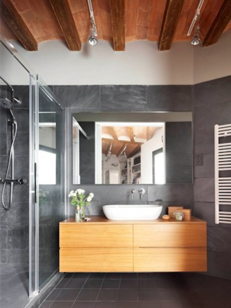 The Room Studio Rustic style bathroom