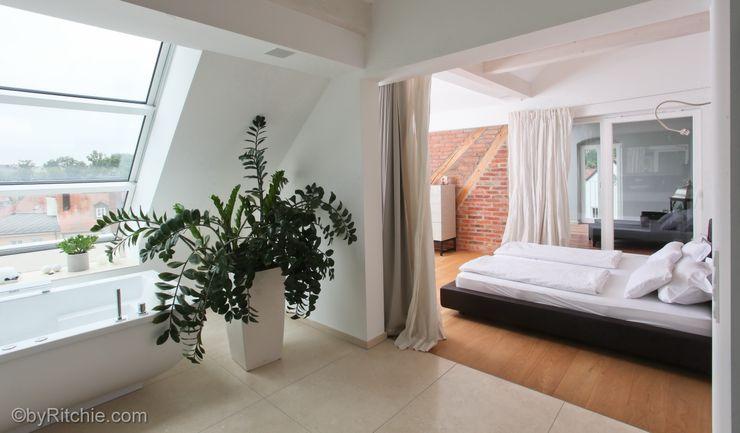 umbau und sanierung eines stadthauses in stadtamhof, regensburg Architekturbüro Ferdinand Weber Moderne Schlafzimmer