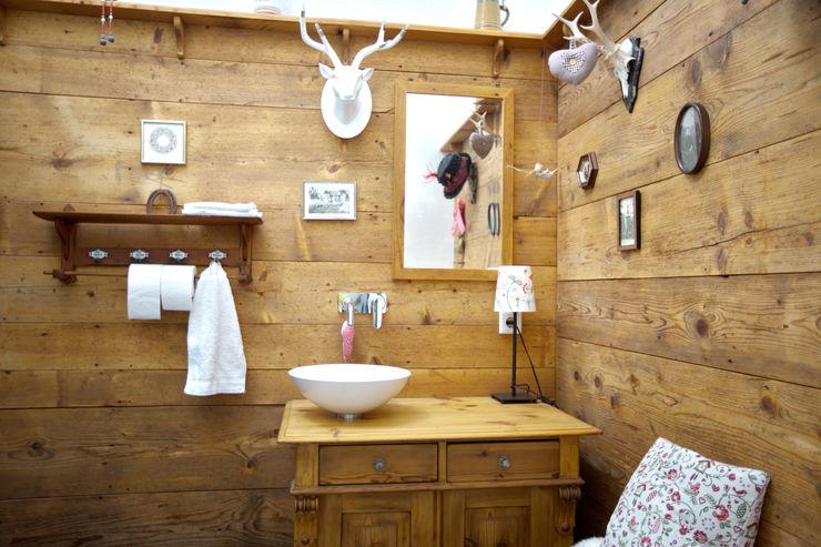 1-Einfamilienhaus vollmilch. Das Architekturbüro. Rustikale Badezimmer
