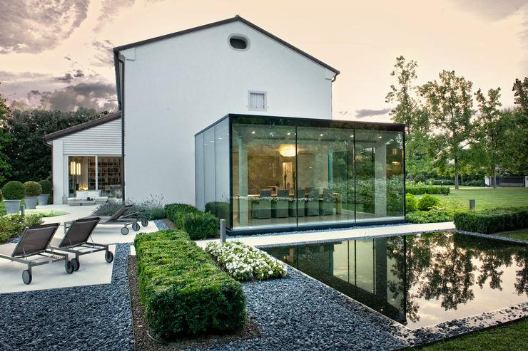 IMAGO DESIGN Moderner Balkon, Veranda & Terrasse