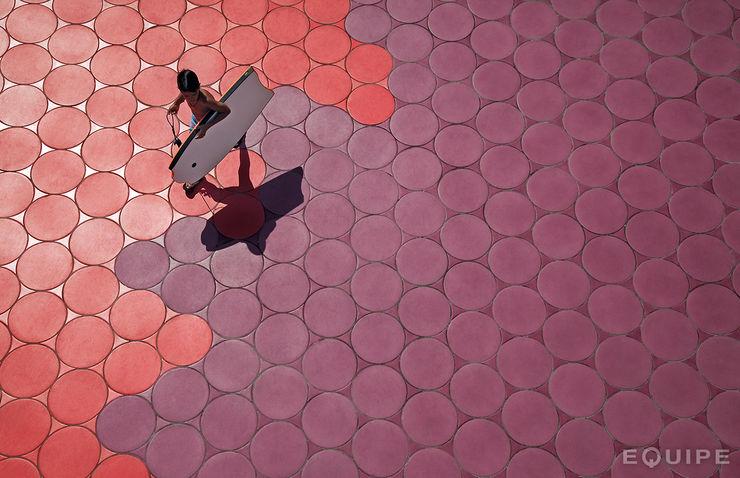 Sfera, Circular floor tile. Beach Promenade Benidorm Equipe Ceramicas Espacios comerciales