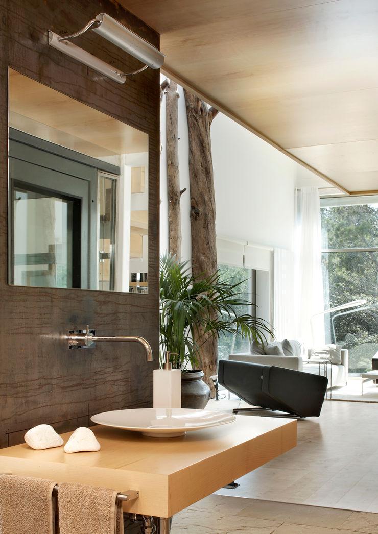 House at Tamariu Octavio Mestre Arquitectos Bathroom