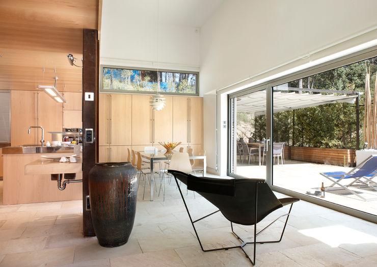 House at Tamariu Octavio Mestre Arquitectos Dining Room