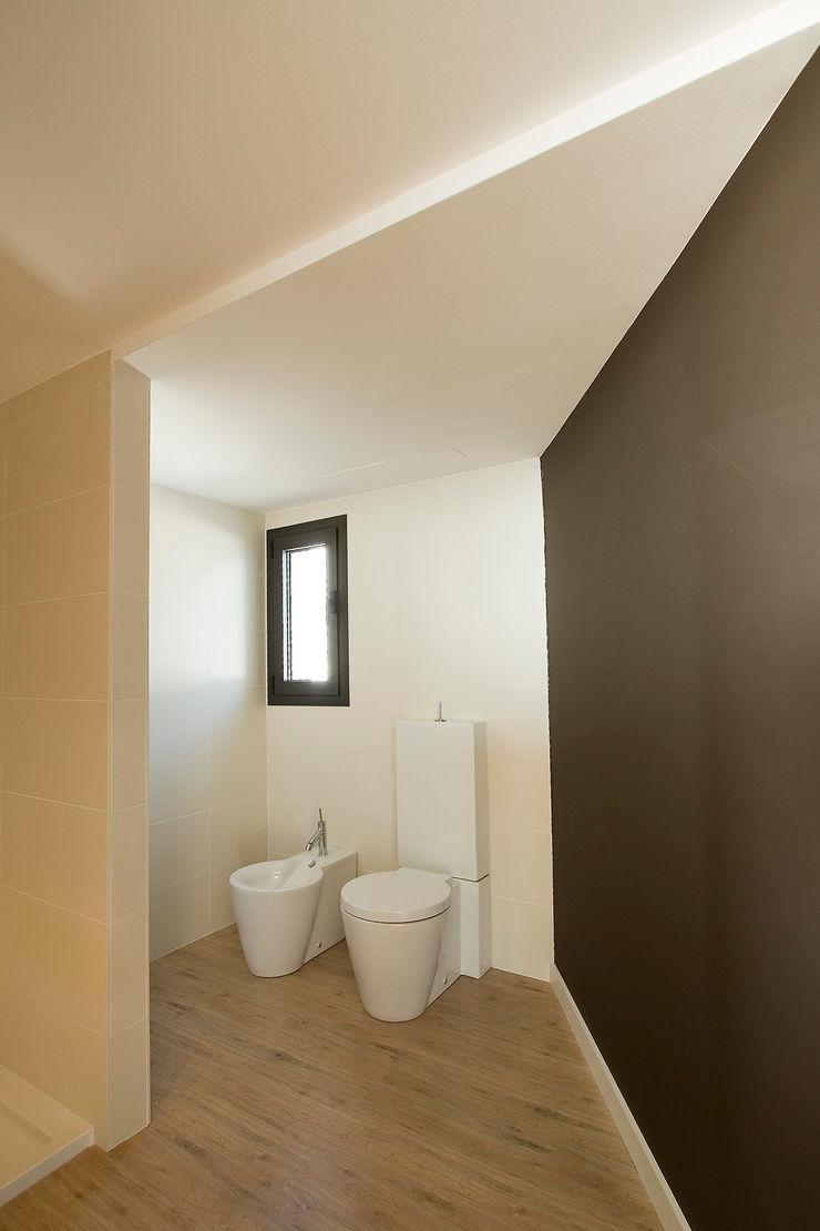 House at Pineda de Mar Octavio Mestre Arquitectos Bathroom