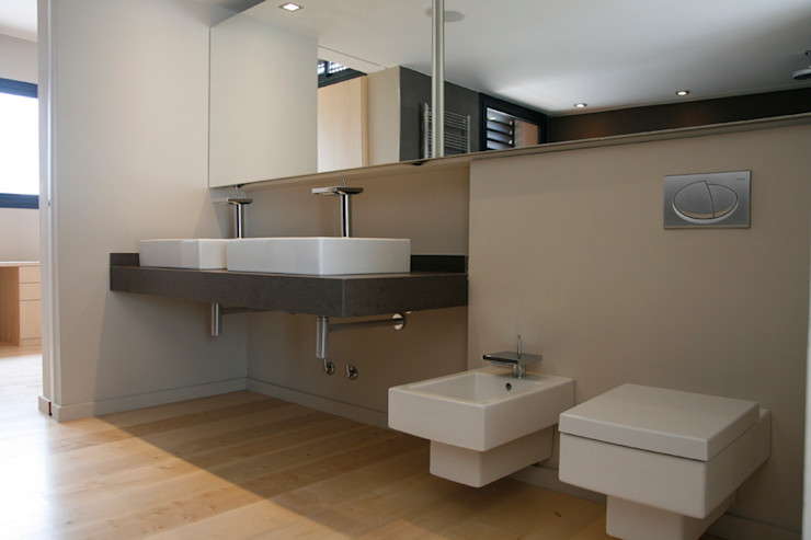 House at Sant Cugat Octavio Mestre Arquitectos Bathroom