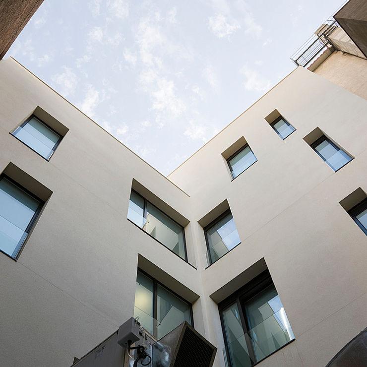 ARESA Clinic Octavio Mestre Arquitectos House