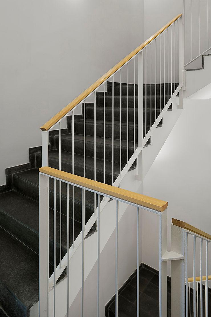 ARESA Clinic Octavio Mestre Arquitectos Staircase, Corridor and Hallway