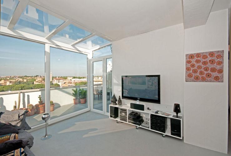 Ristrutturazione di un appartamento in Roma – 70 mq Fabiola Ferrarello Soggiorno moderno