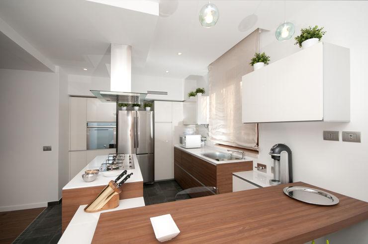 Ristrutturazione di una villa bifamiliare su tre livelli in Roma - 240 mq Fabiola Ferrarello Cucina moderna