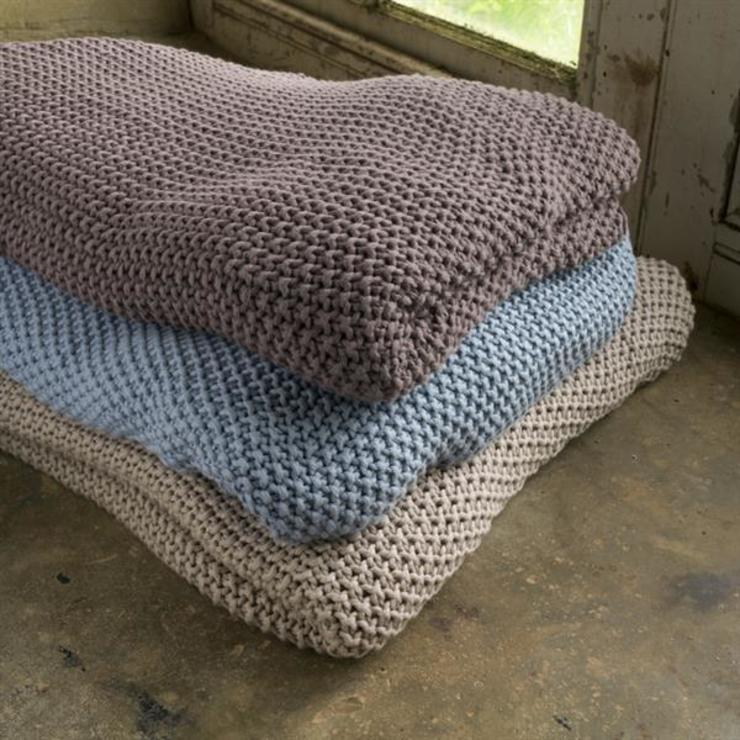 Moss stitch throw homify Living roomAccessories & decoration
