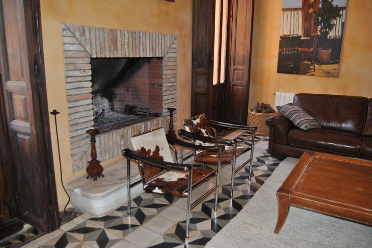 Chimenea de ladrillos recuperados Anticuable.com Salones de estilo mediterráneo