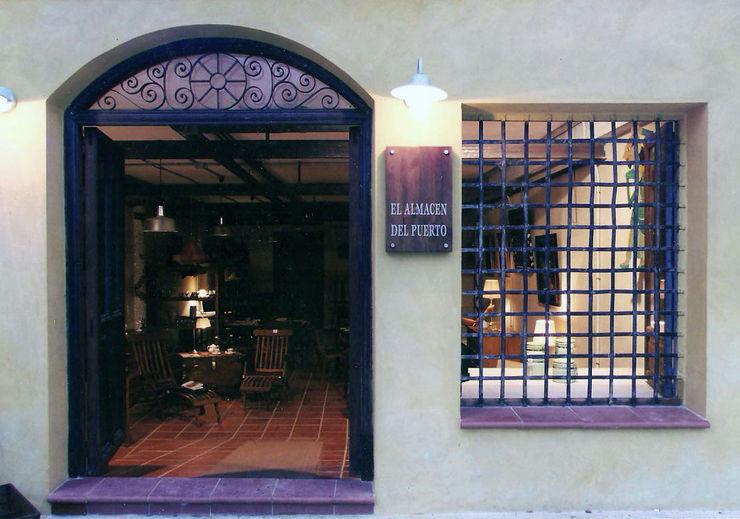 Portón antiguo Anticuable.com Puertas y ventanasDecoración de ventanas