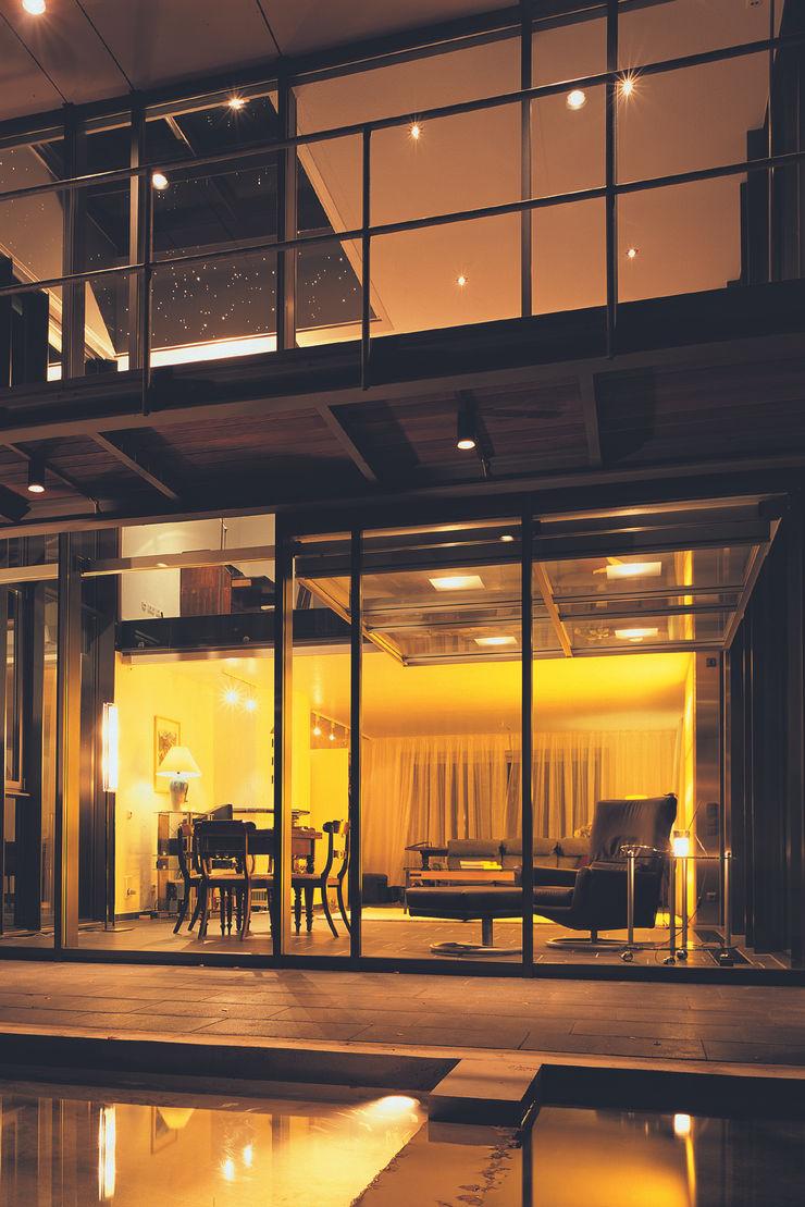 Lichtillumination bei Nacht Stadie + Stadie Architekten Moderner Balkon, Veranda & Terrasse