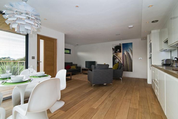 The Edge Boutique Modern Ltd Modern Living Room