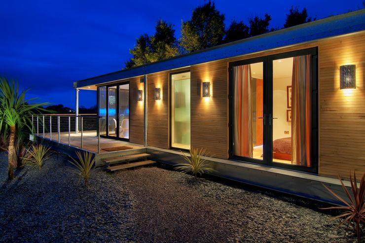 The Edge Boutique Modern Ltd Casas modernas