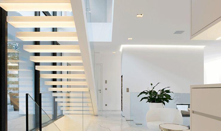 monovolume architecture + design Pasillos, vestíbulos y escaleras de estilo moderno