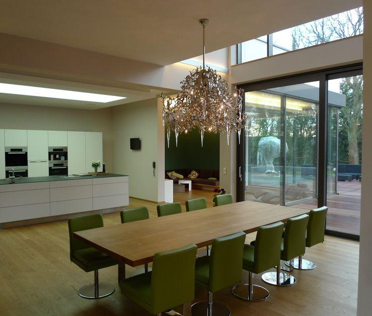 Villa in Saarbrücken Bolz Licht und Wohnen · 1946 Moderne Esszimmer