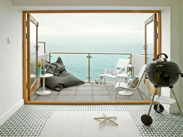 Porthleven LEIVARS Eclectic style balcony, veranda & terrace