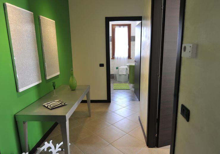 Gabriella Sala Design Moderner Flur, Diele & Treppenhaus