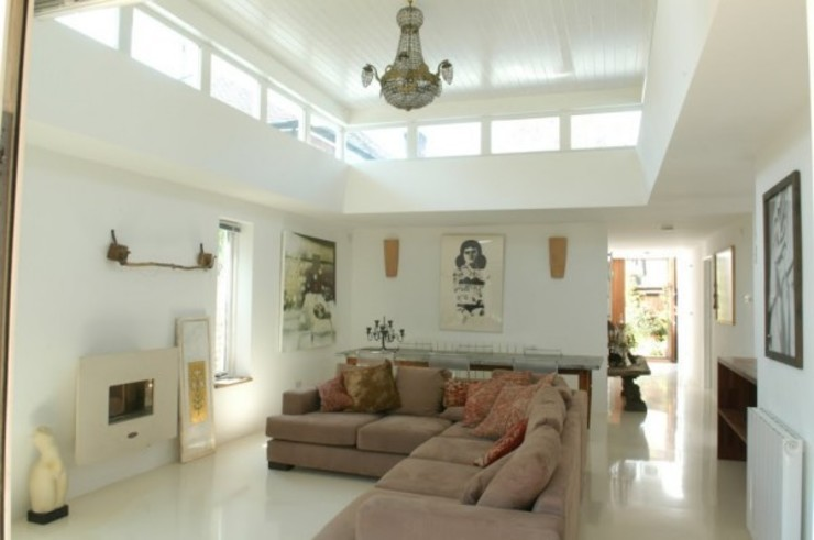 Living room with clerestorey light 4D Studio Architects and Interior Designers Modern living room