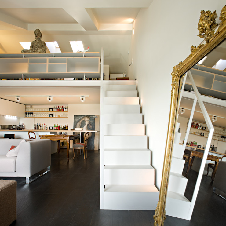Staircase in the apartment guests - private villa Ni.va. Srl Modern Corridor, Hallway and Staircase Metal White