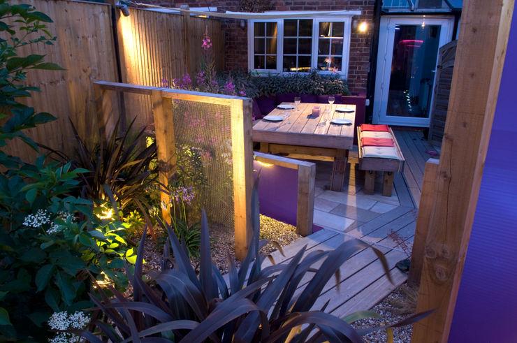 Party garden in Sevenoaks, Kent Earth Designs Modern garden