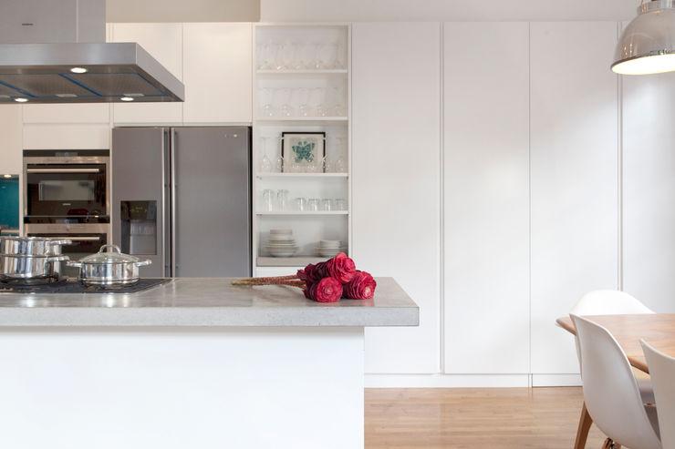 Clerkenwell WC1: Minimal Professional Home Increation 廚房