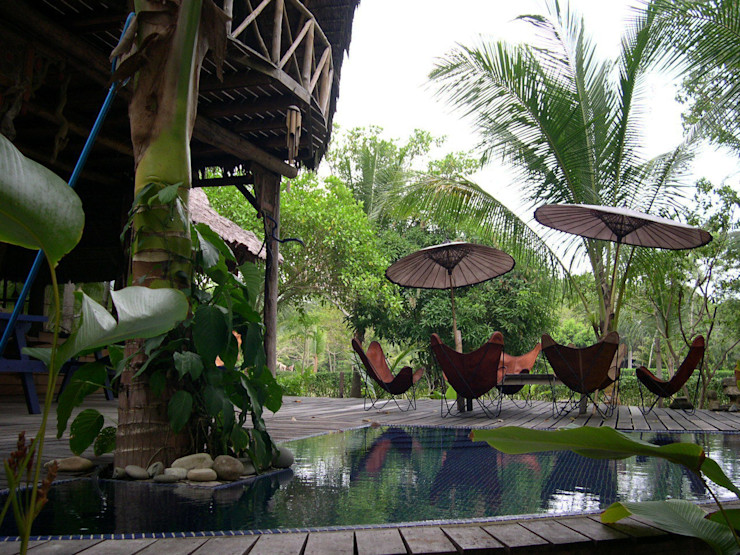 Porche y piscina Anticuable.com Balcones y terrazas de estilo mediterráneo