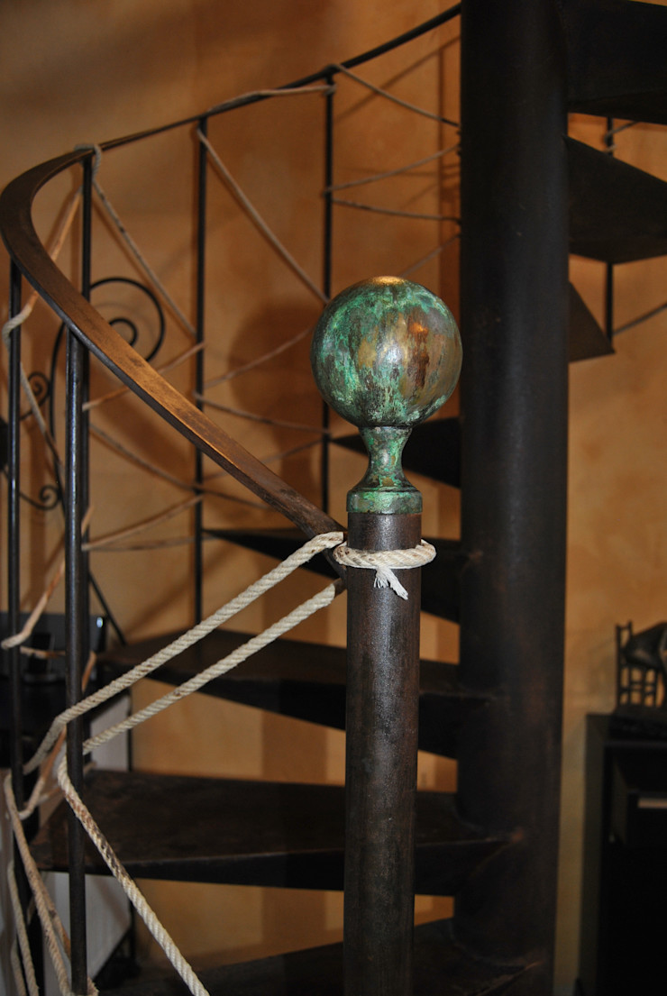 Bola de hierro para remate de una escalera de caracol. Anticuable.com Vestíbulos, pasillos y escalerasEscaleras