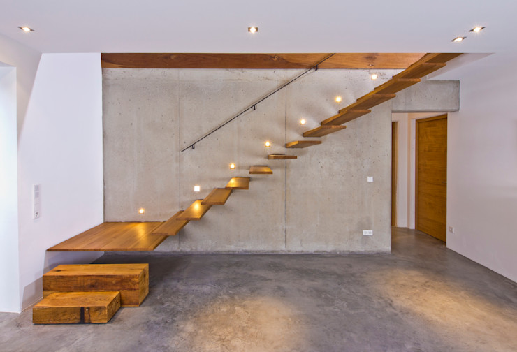 Weitblick Bau-Fritz GmbH & Co. KG Прихожая, коридор и лестницыОсвещение