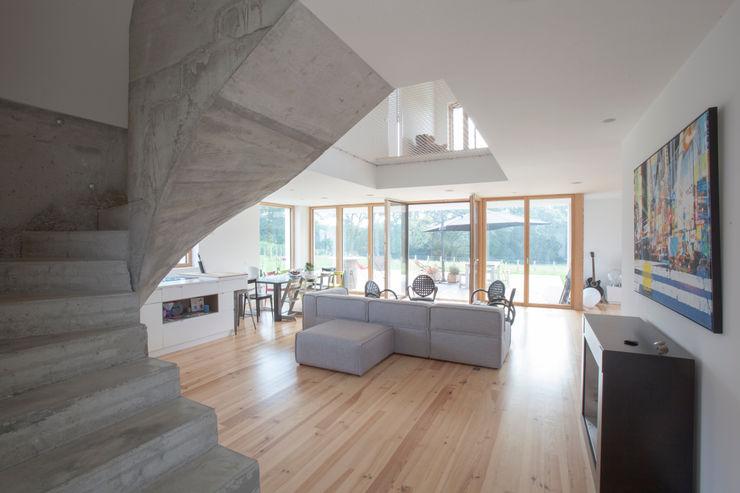 POLY RYTHMIC ARCHITECTURE 现代客厅設計點子、靈感 & 圖片
