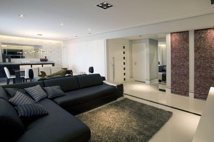 PROJETO - PRETO, BRANCO E PRÁTICO - LIVING Adriana Scartaris: Design e Interiores em São Paulo Salas de estar modernas