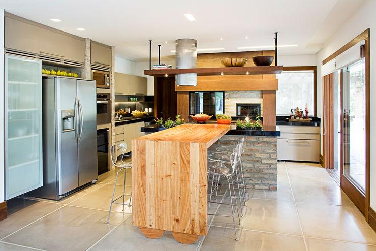Residência MV praia Maria Christina Rinaldi Arquitetos Cocinas de estilo ecléctico