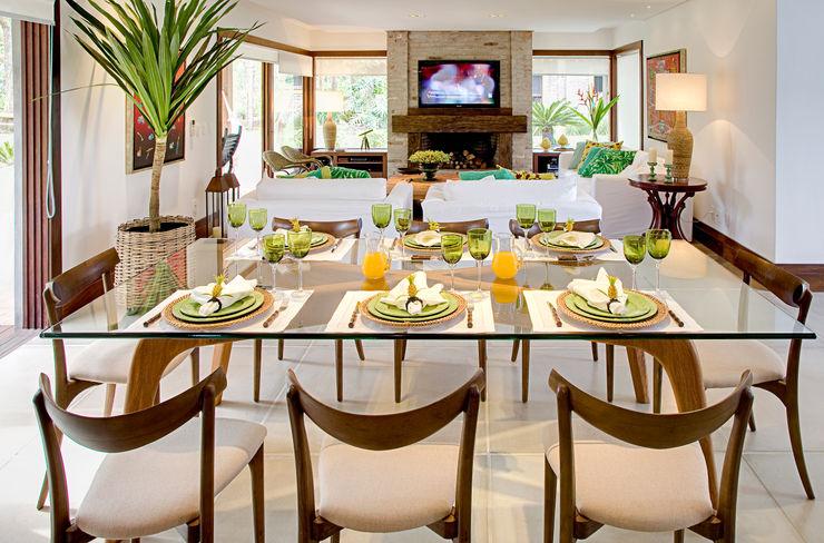 Residência MV praia Maria Christina Rinaldi Arquitetos Eclectic style dining room