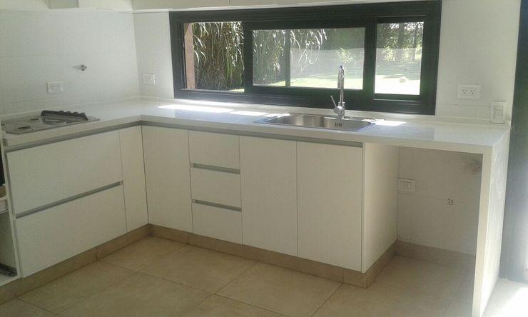CC|arquitectos Modern kitchen