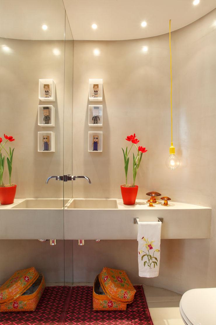 Escala Arquitetura Eclectic style bathrooms