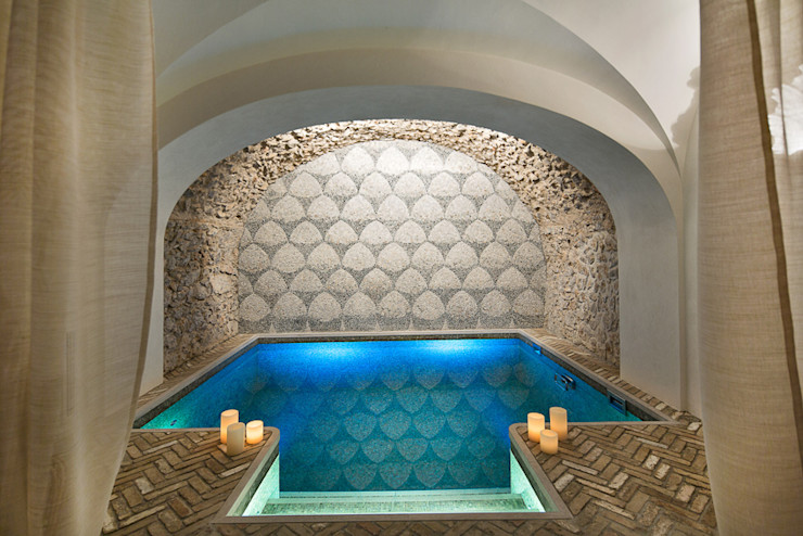 Piscina coperta di Casa del Vescovo Francesco Della Femina Piscina in stile mediterraneo