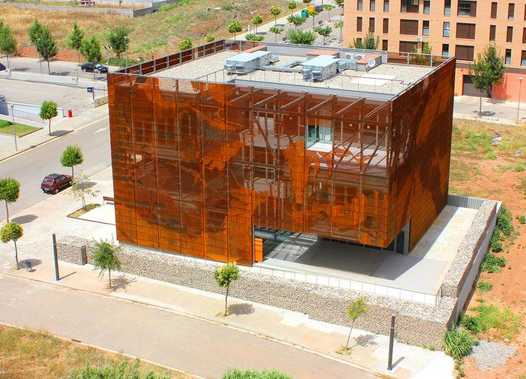 Centro de Soporte Territorial del Instituto Geológico de Catalunya en Tremp (IGC) Oikosvia arquitectura sccl Oficinas y tiendas
