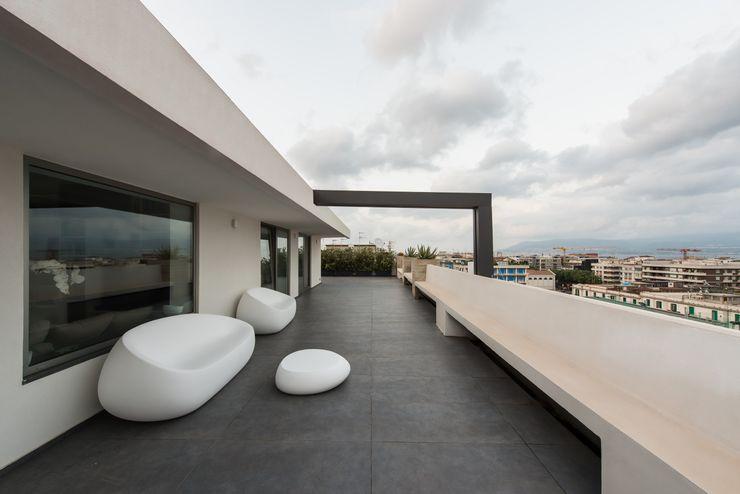 Mobilificio Marchese Minimalist balcony, veranda & terrace