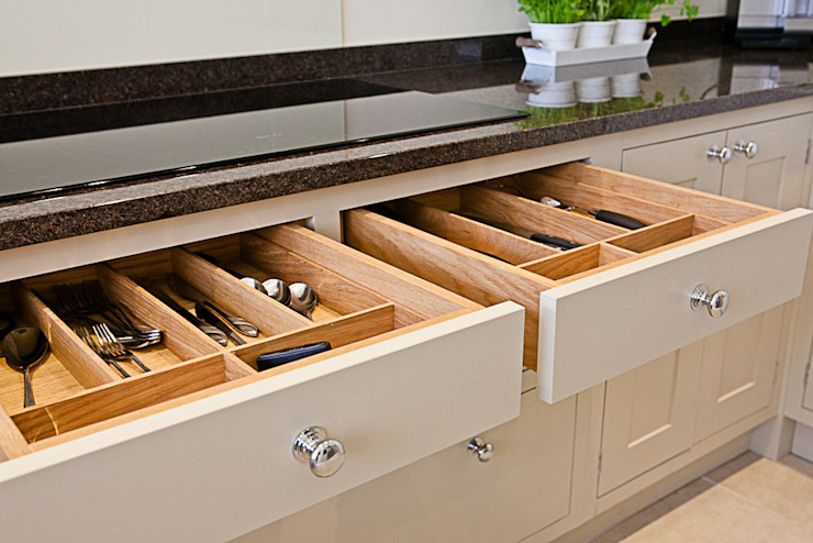 Solid cutlery trays homify Kitchen