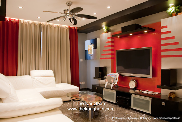 Living Room with Accent Colors The KariGhars Salones de estilo moderno